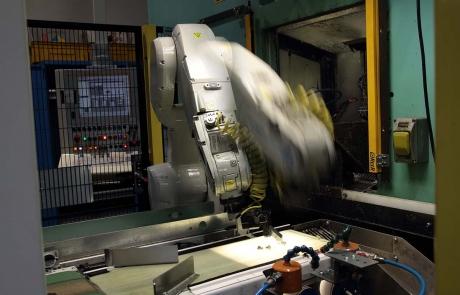 Mega lavorazioni meccaniche su transfer CNC robotizzati